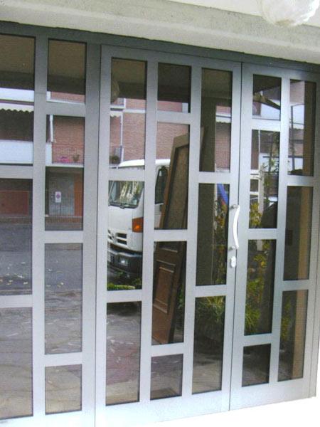 Portoni-condominiali-alluminio-e-vetro-modena