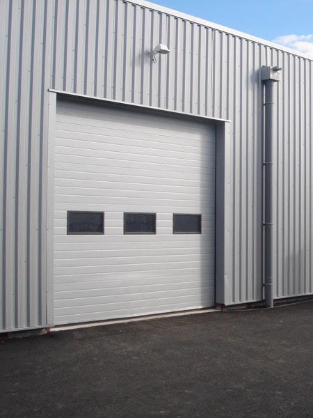 Portoni-industriali-in-alluminio-maranello