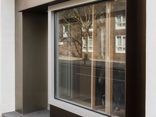 Sostituzione-urgente-vetrine-showroom-sassuolo