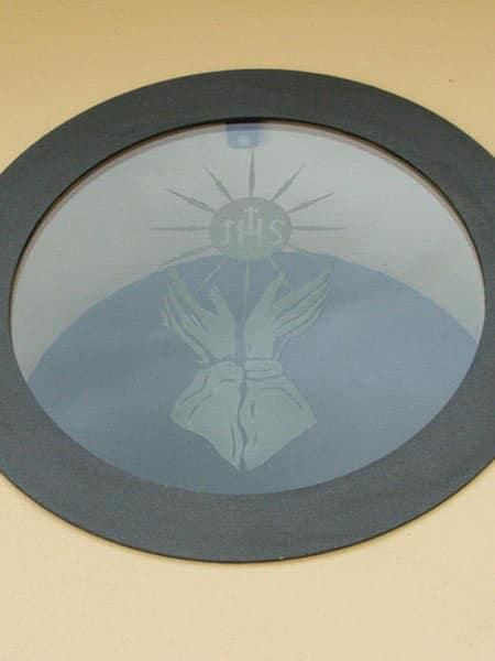 realizzazione-vetri-decorati-per-cappelle-famiglia-modena