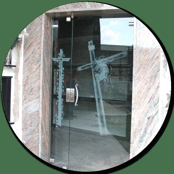 Opere-d-arte-funeraria-in vetro-modena