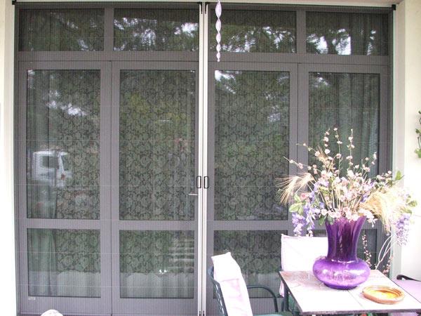 Montaggio-zanzariere-plissettate-per-finestre-modena